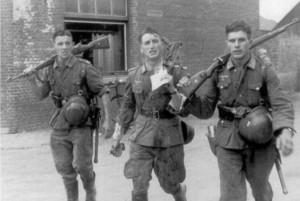 Német pilóták és sebesült tisztek visszatérése bevetés után