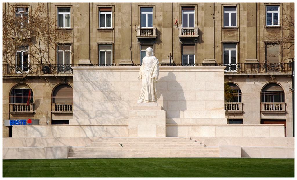 04 - Kossuth-szobor_ponyvahuszar