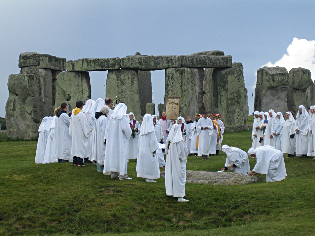 Druids_celebrating_at_Stonehenge_(0)
