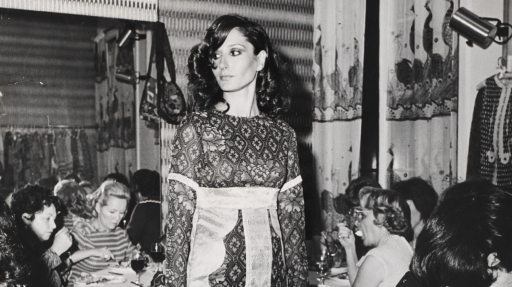 the-godmother-of-boho-thea-porter-returns-to-london-in-first-retrospective-1423236628