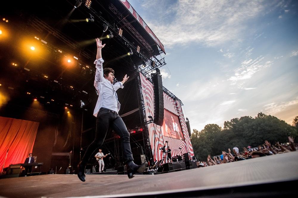 Budapest, 2016. augusztus 16. Alex Turner énekes az angol The Last Shadow Puppets együttes koncertjén a budapesti Hajógyári-szigeten a 24. Sziget fesztivál ötödik napján, 2016. augusztus 16-án. MTI Fotó: Balogh Zoltán