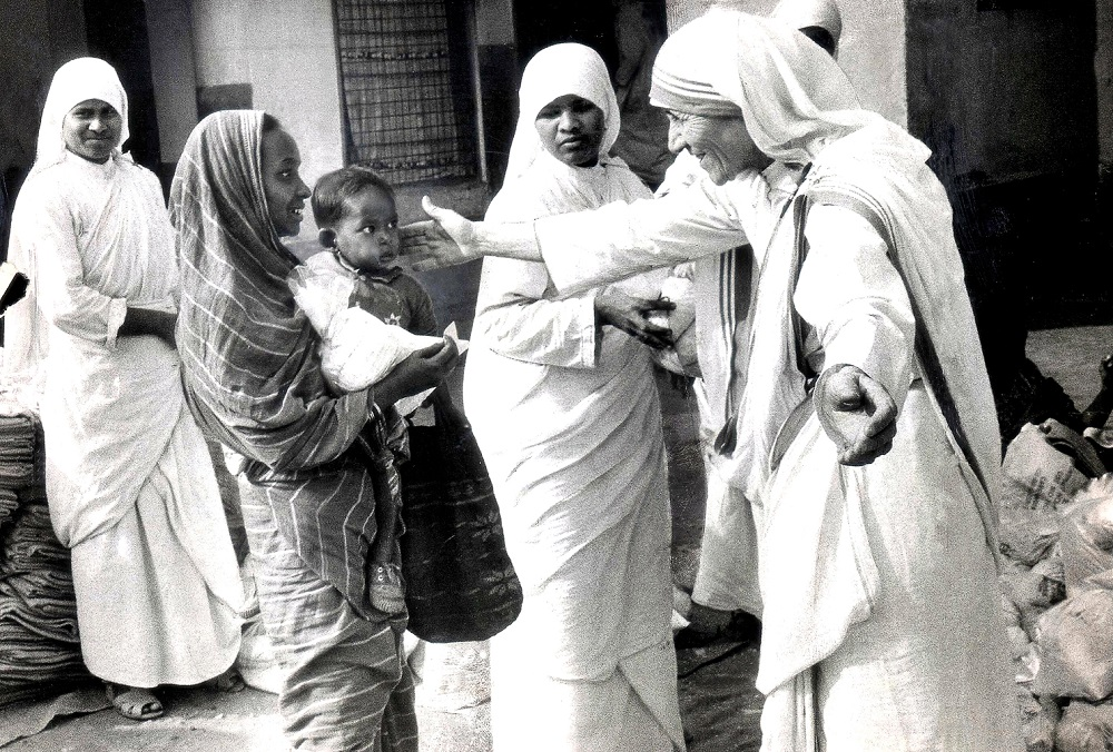 Mother Teresa of Calcutta (1910 - 1997), Head of the Sisters of Charity, working with some of the lepers in Calcutta, 7th December 1971. These are some of the first pictures taken of her after she was highlighted in a BBC documentary film showing her work with the poor and underprivileged of Calcutta. She is seen handing out Christmas gifts in a leper colony - the gifts are a bag of rice and a blanket. (Photo by Michael Brennan/Getty Images)