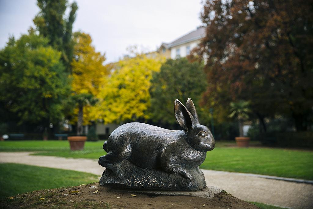 A Károlyi-kert híres nyula nyúl szobor 2016.10.27. Fotó: Horváth Péter Gyula