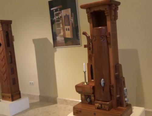 Az égig érő bútorok, avagy szobor vagy tároló- Papp Bálint György kiállításán jártunk (VIDEÓ)