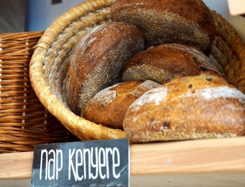 Ingyen kenyeret oszt egy fővárosi pék október 23-án