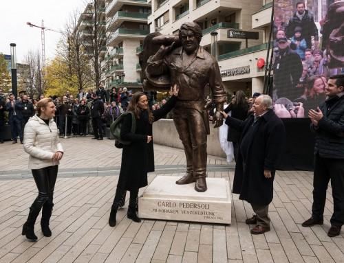 Felavatták Bud Spencer szobrát Józsefvárosban